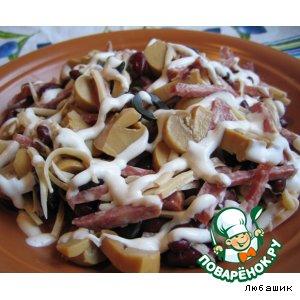 Рецепт Салат с фасолью и копченой колбасой