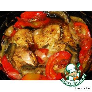 Куриные бедра, запеченные с овощами в