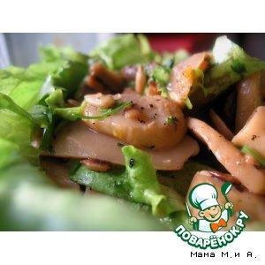 Рецепт Теплый салат из шампиньонов и семечек
