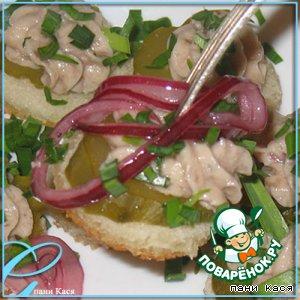 Рецепт Канапе с селедочным маслом и лучком