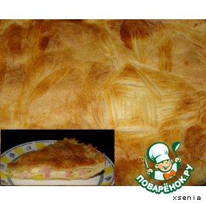 Рецепт Пирог из слоеного теста с сыром, луком пореем и копченостями