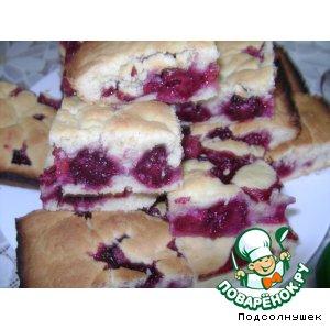 Рецепт Пирог с вишней и ежевикой