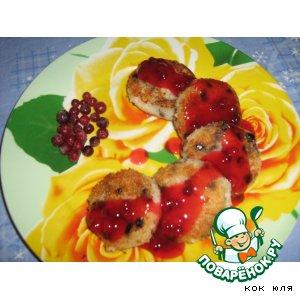 Рецепт Биточки из риса с изюмом и брусничным соусом