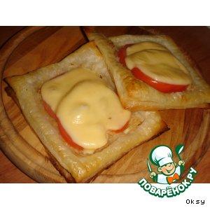 Рецепт Слойки с сыром и помидорами