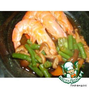 Рецепт Креветки с фасолью и грибами под томатным соусом