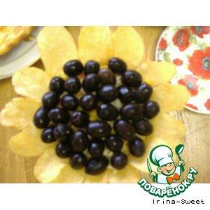 """Рецепт Салат с авокадо, красным луком и фетой """"Яркий цветок"""""""