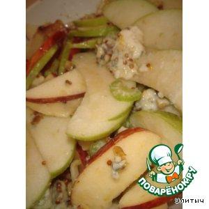 Рецепт Салат с яблоком, сельдереем и сыром рокфор
