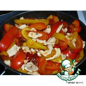 Рецепт Сладкий перец с куриным филе и острой приправой с арахисом