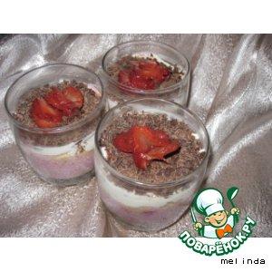Рецепт Творожный десерт с клубникой , черешней и печеньем