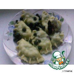 Рецепт Варенички с черникой и вишней