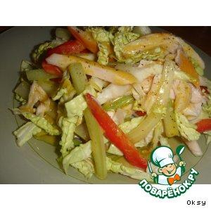 """Рецепт Салат из копченой куриной грудки с  савойской капустой """"Легкий экспромт"""""""