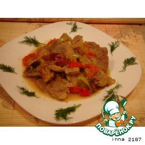 Рецепт Свинина тушеная со сливами и яблоками