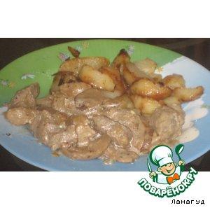 Рецепт Свинина тушеная с грибами и луком в сметане