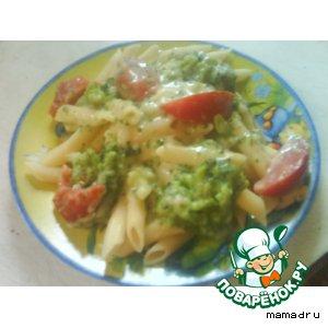 Макароны в сливочном соусе с овощами