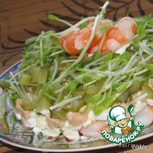Рецепт Салат с печенью трески и креветками
