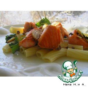 Рецепт Паста с лососем, кедровыми орешками, чесноком и шпинатом