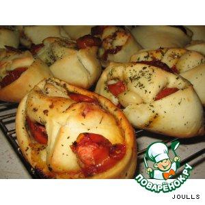 Рецепт Булочки с печеными помидорами и чесноком
