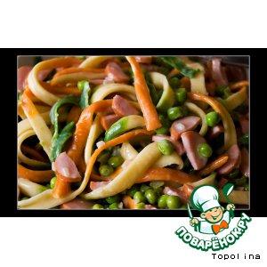 Рецепт Паста с сосисками и зелeным горошком