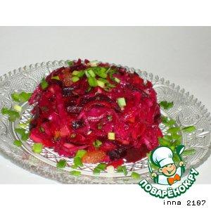 Рецепт Салат из квашеной краснокочанной капусты с моченым яблоком и изюмом