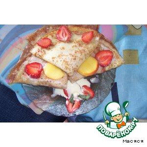 Рецепт Сладкие блинчики с фруктами и мороженым