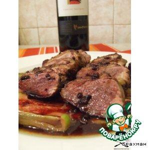 Рецепт Утиная грудка на ложе из овощей под ежевичным соусом
