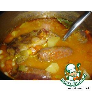 Рецепт Белая фасоль, тушеная со свиной колбасой чорисо(alubias blancas con chorizo)