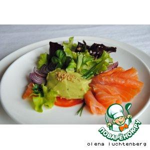 Рецепт Салат с лососем, авокадо и апельсиново-кунжутной заправкой