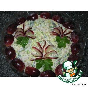 """Рецепт Салат """"Бриз"""" с кальмарами и виноградом"""
