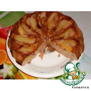 Рецепт Бисквитный пирог с яблоками и персиками