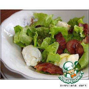 Рецепт Зеленый салат с яйцом пашот и беконом