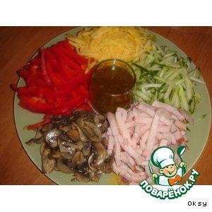 Рецепт Салат из ветчины, сыра и овощей