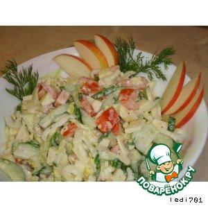 Салат из яблок и свежих овощей с