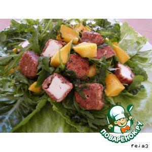 Рецепт Салат с манго и овечьим сыром в ореховой панировке