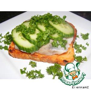 Рецепт Бутерброды с сельдью и свежим огурцом