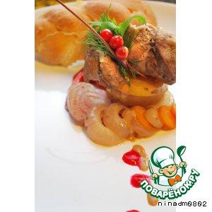 Рецепт Рулетики из свинины с овощами в горшочках