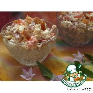 Рецепт: Салат с колбасным сыром и сухариками