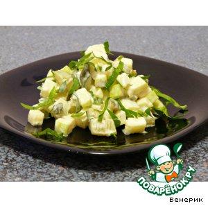 Рецепт Салат с маринованными огурцами и зелeными яблоками
