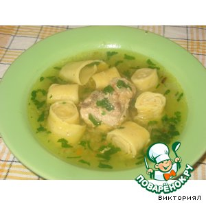 Chicken soup with rolls