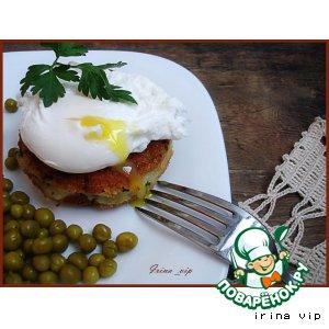 Рецепт Котлеты картофельные с копчeной рыбой и яйцами-пашот
