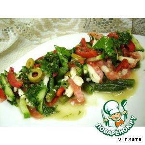 Рецепт Легкий салат с рыбой, моцареллой и стручковой фасолью
