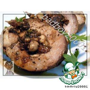 Рецепт Свиная лопатка, запеченная  с грибами, черносливом и орехами