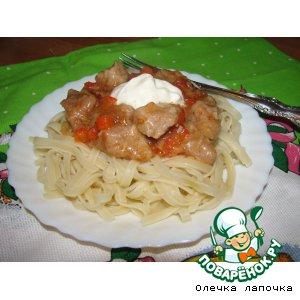 Рецепт Рагу из мяса и паприки с яичной лапшой