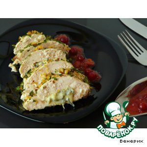 Рецепт Куриное филе в миндале, фаршированное сыром с клюквенным соусом
