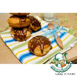 Рецепт Пончики «Суфганийот» с ванильной начинкой в карамельно-арахисовой глазури