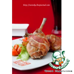 Рецепт Куриные ножки в беконе с сырным соусом