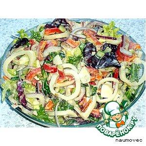 Рецепт Салат с кальмарами и перепелиными яйцами