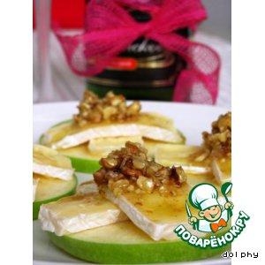 Рецепт Закуска из яблок с камамбером и медовыми орешками