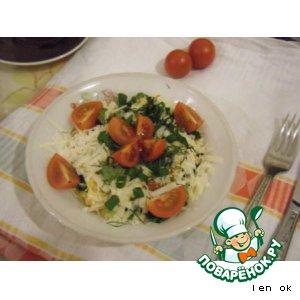 Рецепт Салат с поджаренными колбасками, омлетом и пармезаном