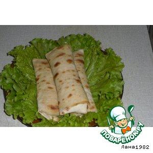 Рецепт Рулетики из лаваша с курицей в сметанно-сырном соусе