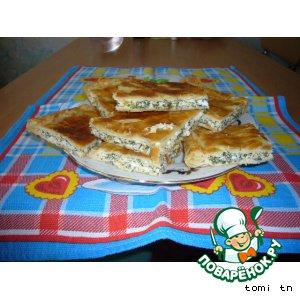 Рецепт Пирог из слоеного теста с брынзой и шпинатом